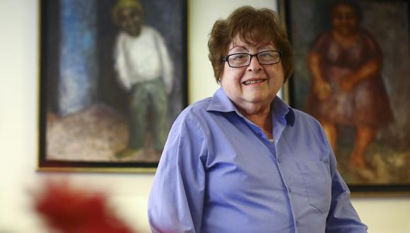 Teresa Burga en el 2016, durante una sesión de fotos para este diario. Foto: Hugo Pérez para El Comercio.