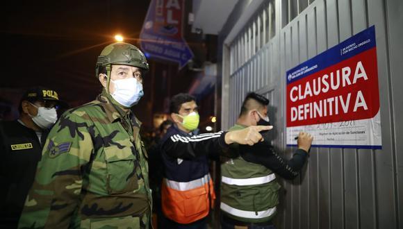 Unas 20 mujeres que se encontraban en los alrededores y en el interior de los locales fueron intervenidas y trasladadas a la comisaría del sector. (Foto: Municipalidad de San Juan de Lurigancho)