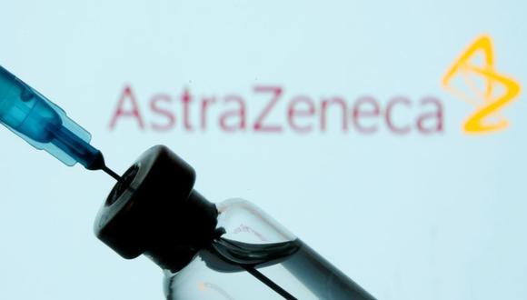 La Unión Europea acusó implícitamente a AstraZeneca de haber favorecido al Reino Unido en el reparto de sus vacunas, en detrimento de sus obligaciones contractuales con el bloque. (Foto: REUTERS / Dado Ruvic / Ilustración)