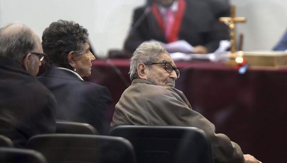 En setiembre, el cabecilla terrorista Abimael Guzmán fue condenado a cadena perpetua por el atentado en la calle Tarata. (Foto: AP)