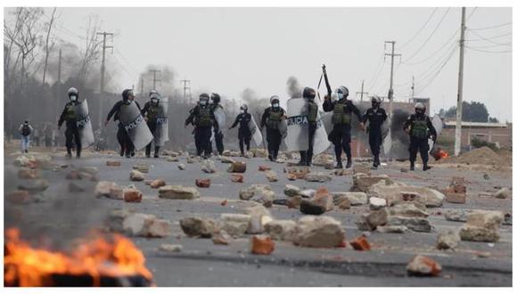 La carretera Panamericana Norte continúa bloqueada por los trabajadores agrarios (EC)