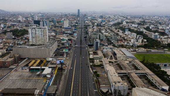 La economía peruana podría contraerse en 3,5% durante el año de aplazarse el estado de emergencia, según Macroconsult (Foto: Daniel Apuy / El Comercio)