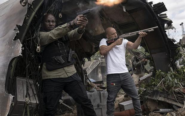 """Vin Diesel  y Tyrese Gibson en una escena de """"F9""""."""