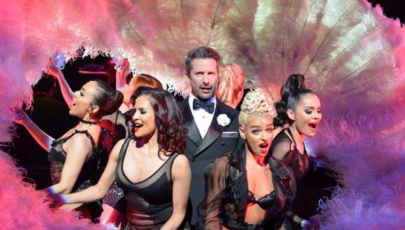 """El actor peruano Marco Zunino (centro) interpreta a Billy Flynn en la puesta en escena de """"Chicago"""" del teatro Telecel, temporalmente suspendida por el avance del coronavirus. (Foto: Difusión)"""