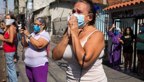 Coronavirus en Venezuela | Ultimas noticias | Último minuto: reporte de infectados y muertos miércoles 8 de abril del 2020 | Covid-19 | Fieles católicos con máscaras faciales contra la propagación del nuevo coronavirus, vean la procesión de la caravana de Nazareno de San Pablo en el marco de las celebraciones de la Semana Santa en Caracas. (Foto: CRISTIAN HERNANDEZ / AFP).
