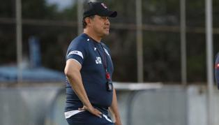 Juan Reynoso fue expulsado en el último partido de Cruz Azul y no estará contra América