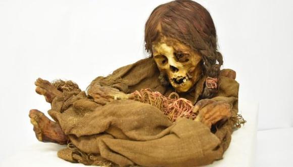 """""""La ñusta"""" todavía mantiene su cabellera larga, recogida en un par de trenzas. (Foto: Museo Nacional de Arqueología de Bolivia)"""