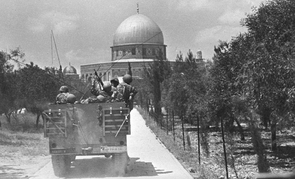 El 5 de junio de 1967 estalla la tercera guerra árabe-israelí, conocida como la guerra de los Seis Días. Israel ocupa el Sinaí, la Franja de Gaza, Cisjordania, Jerusalén Este y la meseta del Golán. (AP).