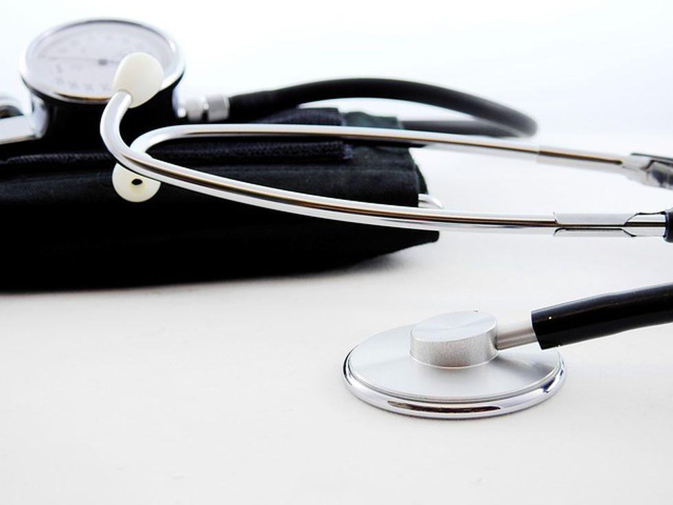 Tomó tiempo antes de que el estetoscopio fuera de un uso tan común que se volvió un identificador de los médicos y su profesión. (Foto: Pixabay)