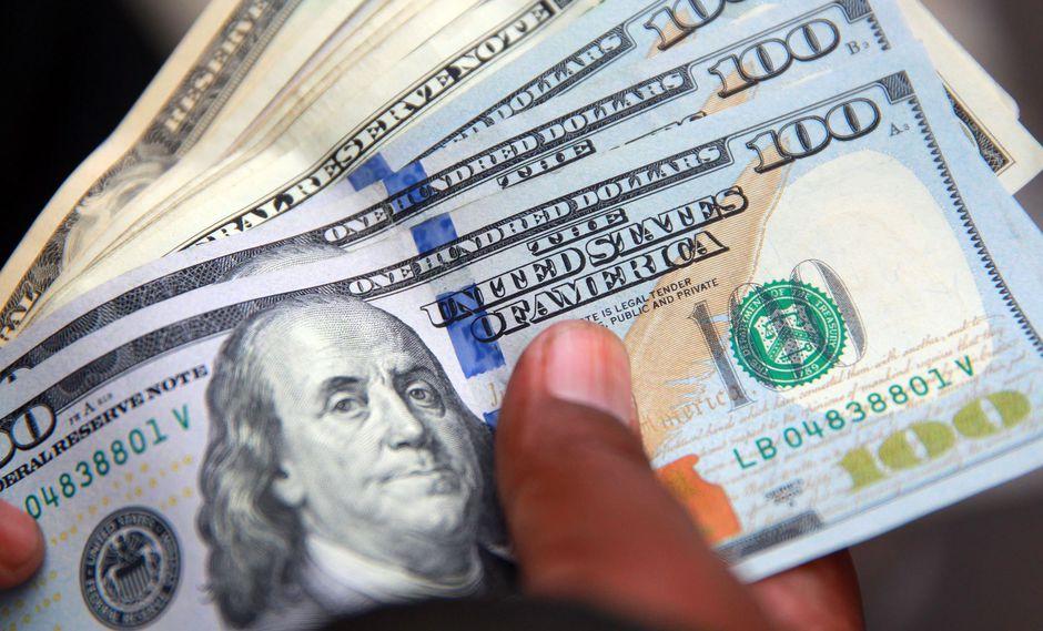 En horas de la mañana, el precio del dólar subía 0.30%. (Foto: Andina)