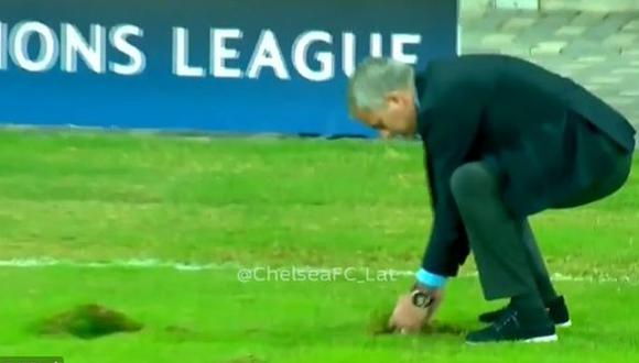 """José Mourinho """"arregló"""" el campo de juego con esta acción"""
