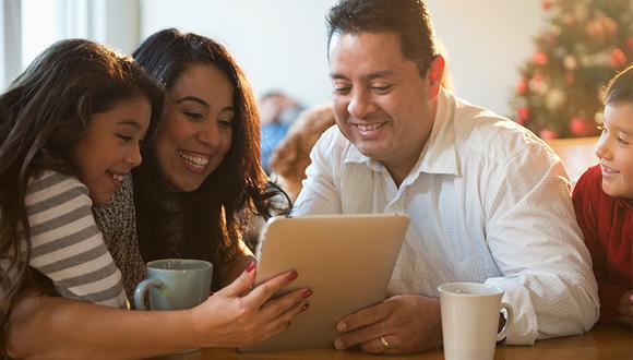 Con un Internet de alta velocidad tú y tu familia podrán organizar y disfrutar al máximo de las fiestas de fin de año.