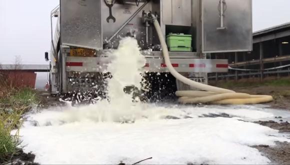 Coronavirus Estados Unidos | Nueva York |Productores botan la leche por la crisis del coronavirus. Captura de video: Facebook @NikkiBoxler