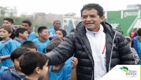 Distinguieron al entrenador Juan José Oré en San Borja