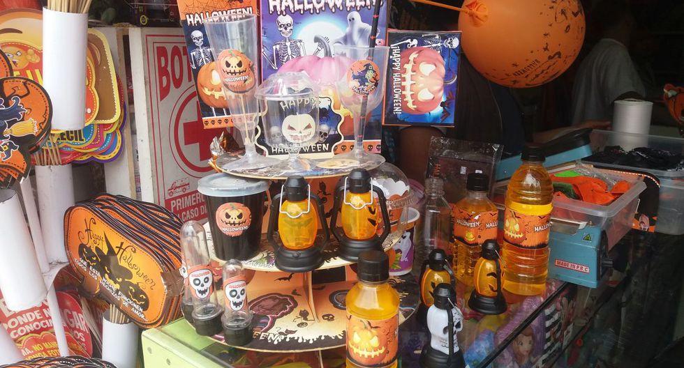Venta de disfraces por Halloween (Foto: Yasmin Rosas/ El Comercio)