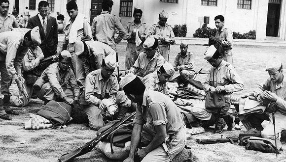 """El asesinato de Poggi provocó la protesta no solo del colegio militar al que pertenecía, sino también de la sociedad limeña de la época. La fotografía muestra a alumnos del """"Leoncio Prado"""" realizando maniobras militares en 1956. (Foto: Archivo Histórico El Comercio)"""