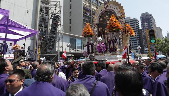 En última procesión del Señor de los Milagros se realizó una misa en el cruce de la Av. Tacna y el jirón Huancavelica. (Foto: Anthony Niño de Guzmán)