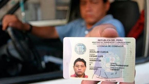 Manejar con licencia vencida ocasiona una multa hasta de S/2.580 y a la inhabilitación por un año. (Foto: Andina)