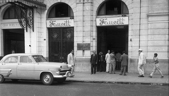 La oficina de la compañía aérea estaba frente a la plaza San Martín, al lado del hotel Bolívar. Fue uno de los asaltos más impresionantes de los años 50. Un millón de soles desaparecieron de la nada esa madrugada del 25 de febrero de 1955.  (Foto: GEC Archivo Histórico)