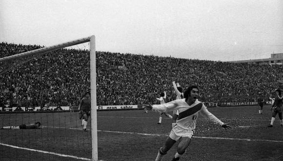 Juan Carlos Oblitas celebra su golazo ante Chile. Momento histórico. (Foto: Archivo GEC).