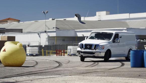 Piloto hace drifting con una furgoneta Nissan [VIDEO]