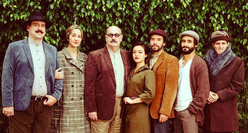 "Sofía Rocha junto al elenco de la obra ""La Terquedad"" de 2017."