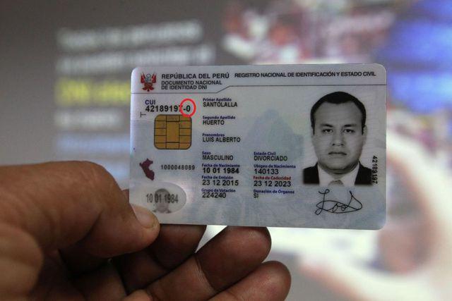 El dígito verificador del DNI electrónico también se encuentra al final del número del DNI, que a su vez está ubicado sobre el chip del documento (Foto: Andina)