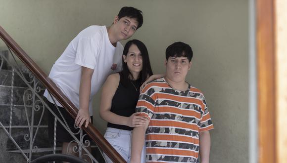 Los hermanos Sebastián (polo blanco), Ángela y Mathías Cotrina. (Foto: Renzo Salazar/GEC)