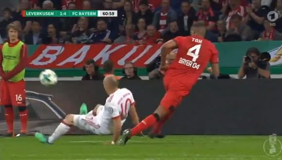 Arjen Robben fue protagonista de una insólita asistencia en el partido del Bayern Múnich en la Copa de Alemania. (Foto: captura de YouTube)