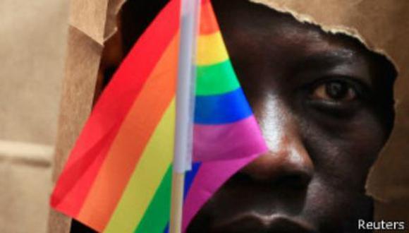 Presidente de Uganda rechaza endurecer legislación anti gay