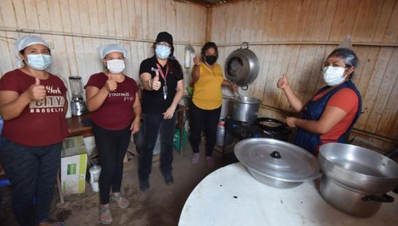 La ministra Silvana Vargas participó en la entrega de alimentos para las ollas comunes del distrito de San Antonio. (Foto: Midis)