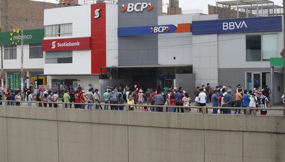 """Fernando Eguiluz, gerente general del BBVA Perú, sostiene que  la situación puede llegar a ser muy crítica en aquellos bancos que no tengan una diversificación de sus negocios y que no tengan una """"palanca"""" que los soporte. (Foto: Francisco Neyra / GEC)"""