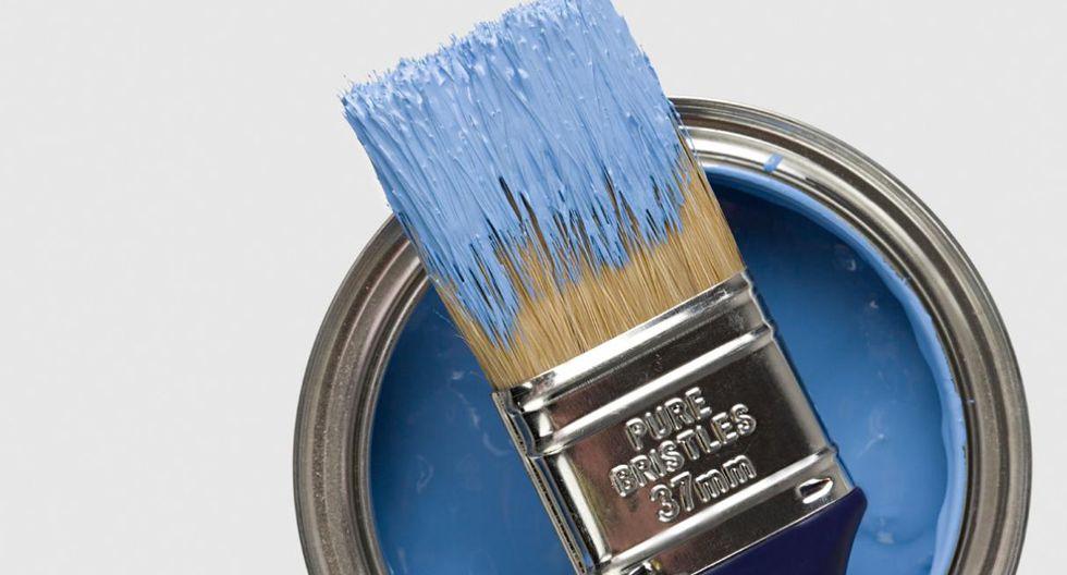 Las herramientas. Lava el rodillo y las brochas con agua y detergente, y envuélvelos con papel impermeable. Si le sobra pintura, conserva el balde cerrado en un lugar fresco y seco. (Foto: Getty Images)