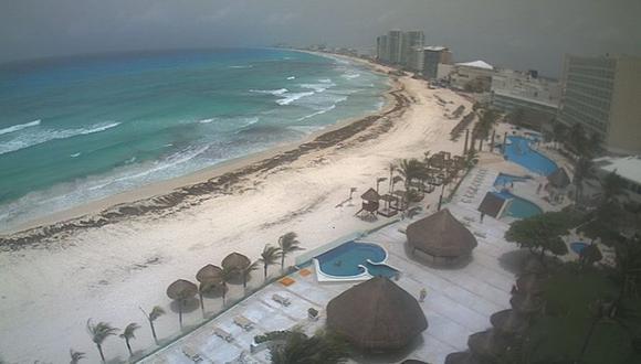 Mira cómo luce Cancún con la nube de arena. (Foto: Webcamsdemexico)