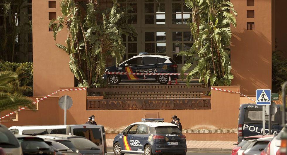 Son más de 1.000 huéspedes los que no pueden salir del hotel H10 Adeje Palace. (AP).