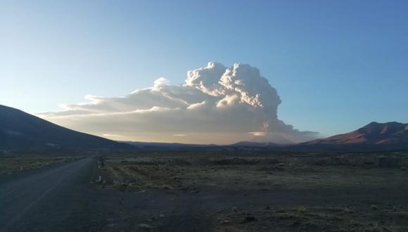 Erupción del volcán Ubinas: alcalde pedirá envío de mascarillas y lentes especiales