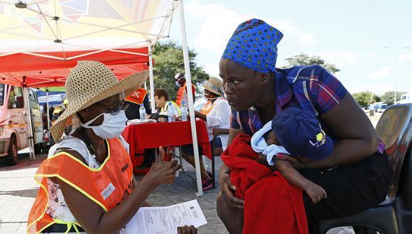 Los casos de coronavirus han dejado de crecer en Sudáfrica en las últimas semanas. (Foto: Phill Magakoe / AFP).