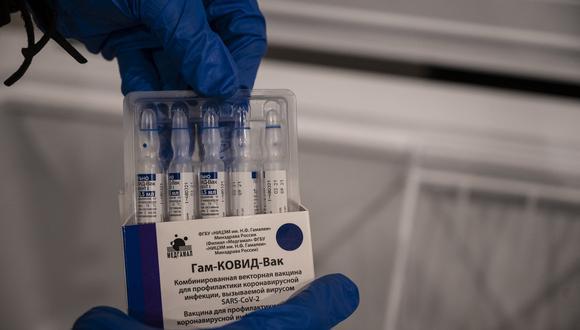 La imagen muestra viales de la vacuna Sputnik V. (Foto: Yuri CORTEZ / AFP)