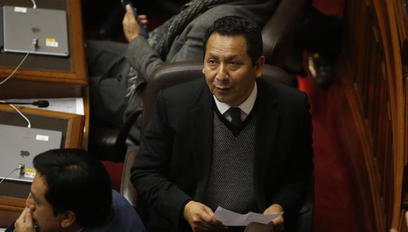El congresista Clemente Flores, vocero de Peruanos por el Kambio, recordó que hay otros proyectos de adelanto de elecciones. (Foto: Congreso de la República)