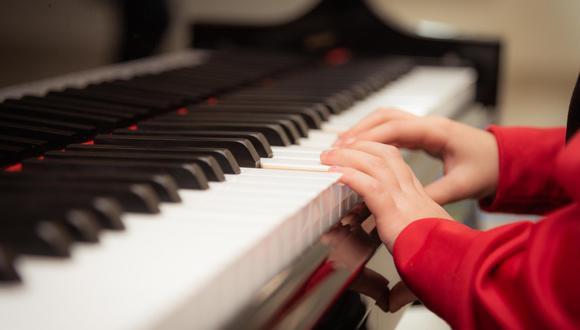 Un video viral logró hacer realidad el anhelado sueño de un niño al que le gusta tocar el piano. | Crédito: Pixabay / Referencial