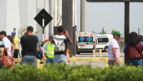 Este mediodía una explosión acabó con la vida de un hombre que inspeccionaba las instalaciones de gas en el centro comercial Jockey Plaza. (Foto: Juan Ponce / El Comercio)