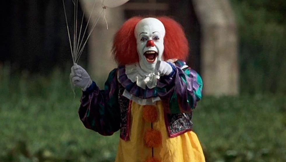 """""""It"""" (1990). Presenta al aterrador payaso 'Pennywise' que pone a prueba la amistad y valentía del 'club de los perdedores'. (Foto: Captura de video)"""