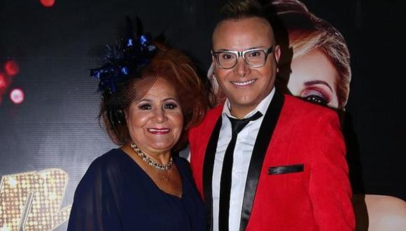 Carlos Cacho: confirman muerte de la madre del maquillador