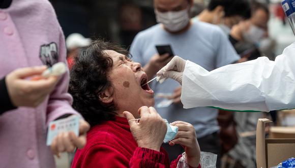 Las autoridades locales han examinado a alrededor de 200.000 personas vinculadas al mercado de Xinfadi. Foto referencial: (Photo by STR / AFP) / China OUT