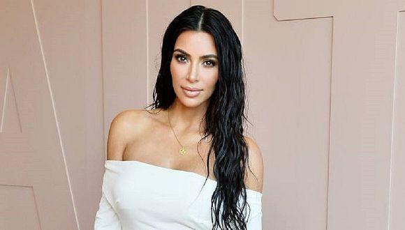 Kim Kardashian posó junto a sus cuatros hijos y su esposo para postal navideña