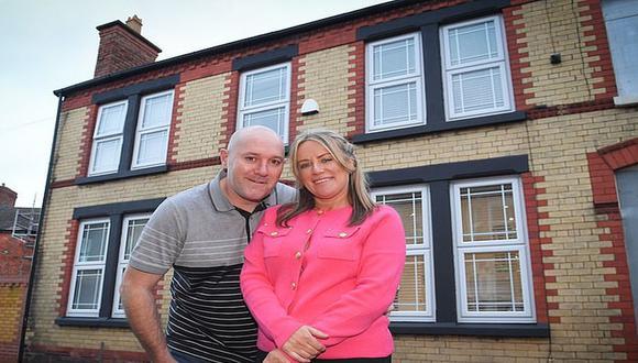 Cuando la pareja de esposos compró la casa, su interior estaba completamente destruido con 'torres de ladrillos' por todo el inmueble. (Foto: Andy Kelvin /Triangle News)