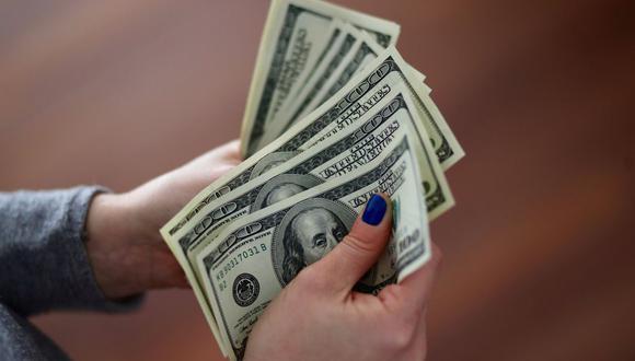 En el mercado paralelo o casas de cambio de Lima, el tipo de cambio se cotizaba a S/3,660 la compra y S/3,710 la venta de cada billete verde. (Foto: Reuters)