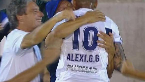 Sobre el final del encuentro en el Estadio 'El Bosque', Alexi Gómez deleitó a la hinchada con un genial golazo de volea. El 10 fue corriendo a fundirse en un profundo abrazo con Pedro Troglio. (Foto: captura de video)