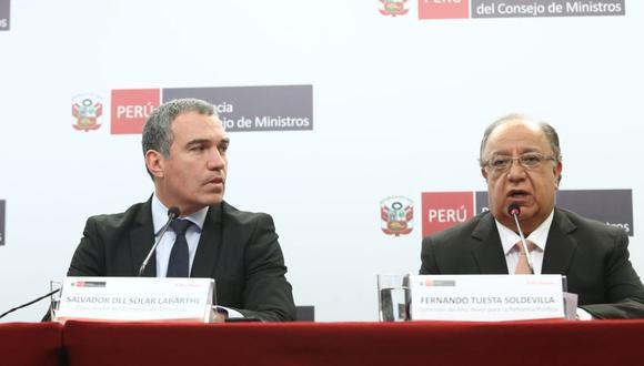 Fernando Tuesta acompañó al presidente del Consejo de Ministros, Salvador del Solar, para presentar su informe de reforma política ante la ciudadanía. (Foto: GEC)