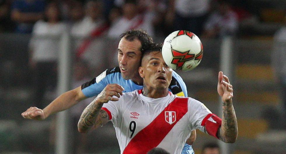 Paolo Guerrero y Diego Godín volverán a enfrentarse en un duelo que será presenciado por más de 8 mil personas. EFE/GERMÁN FALCÓN